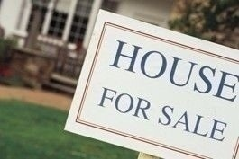 house_for_sale_sign_foreground