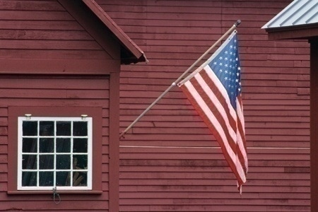 flag_on_house