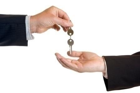 relocation_keys_hands