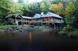 Luxurious_lake_property