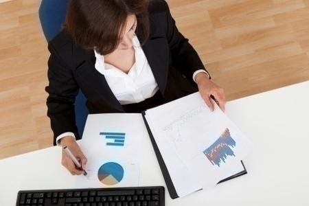 businesswoman_preparing_work