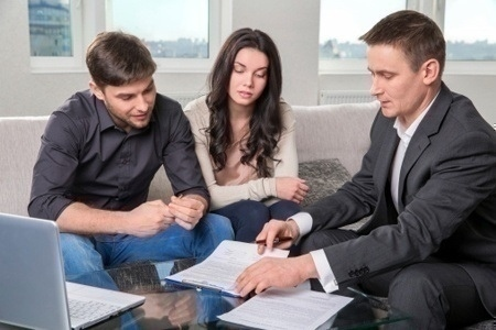 mortgage_papers_couple_agent
