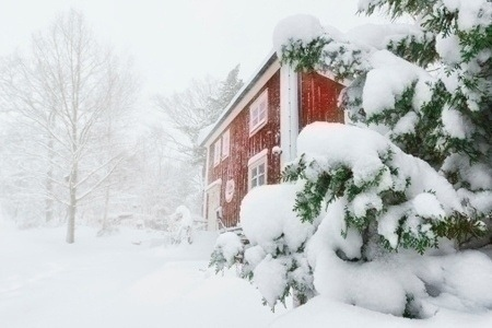 winter_storm_red_house