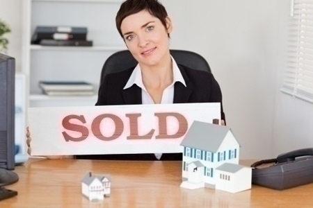 successful_agent_sold_sign