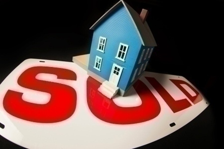 sold_sign_model_home