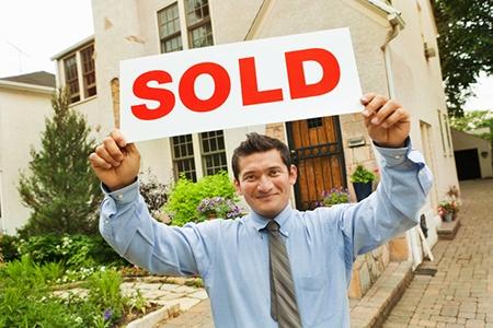 Latino_real_estate_agent