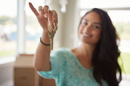 Women, with Weaker Credit, Outdo Men When It Comes to Paying a Mortgage