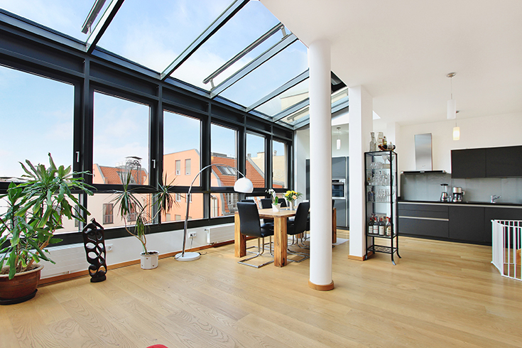 This approximately 137-square-metre penthouse is currently on sale in the central district of Berlin-Mitte, one of the most desirable residential locations in the German capital. Included in the sale price of 1.2 million euros is an approximately 60-square-metre roof terrace affording panoramic views over Berlin, taking in all its landmarks.