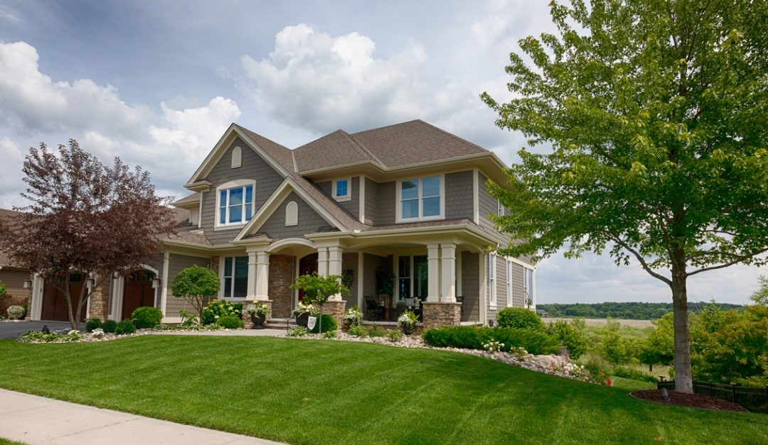 3 Steps to Prepping Your Lawn for a Home Sale
