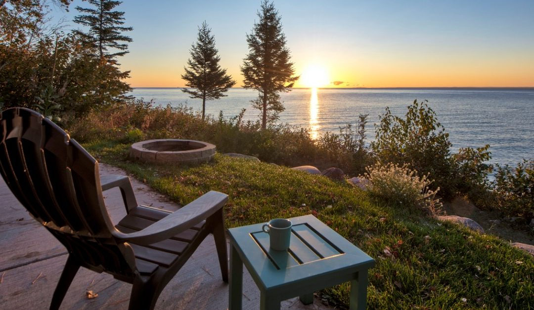 Pros and Cons of Purchasing a Waterfront Property