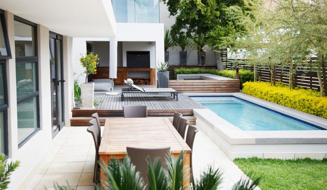 Staging Your Outdoor Living Space for Luxury Buyers