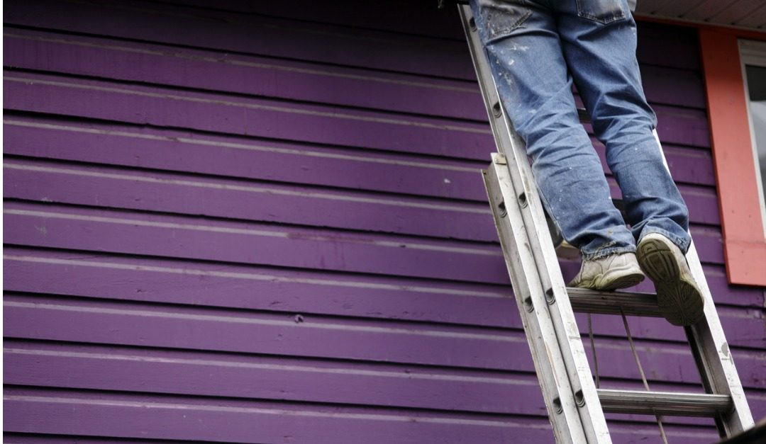 10 Safety Tips for Using a Ladder