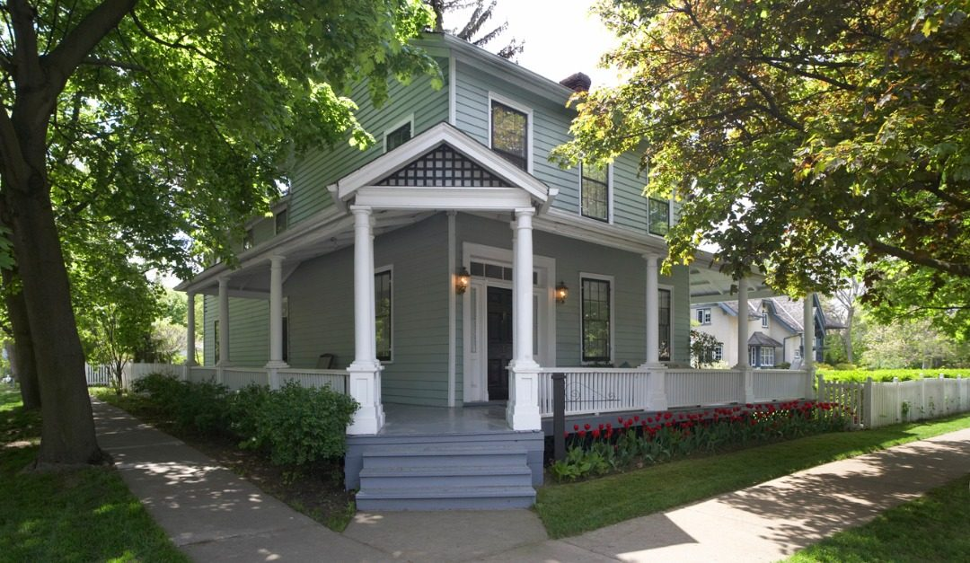 Pros and Cons of Choosing a House on a Corner Lot