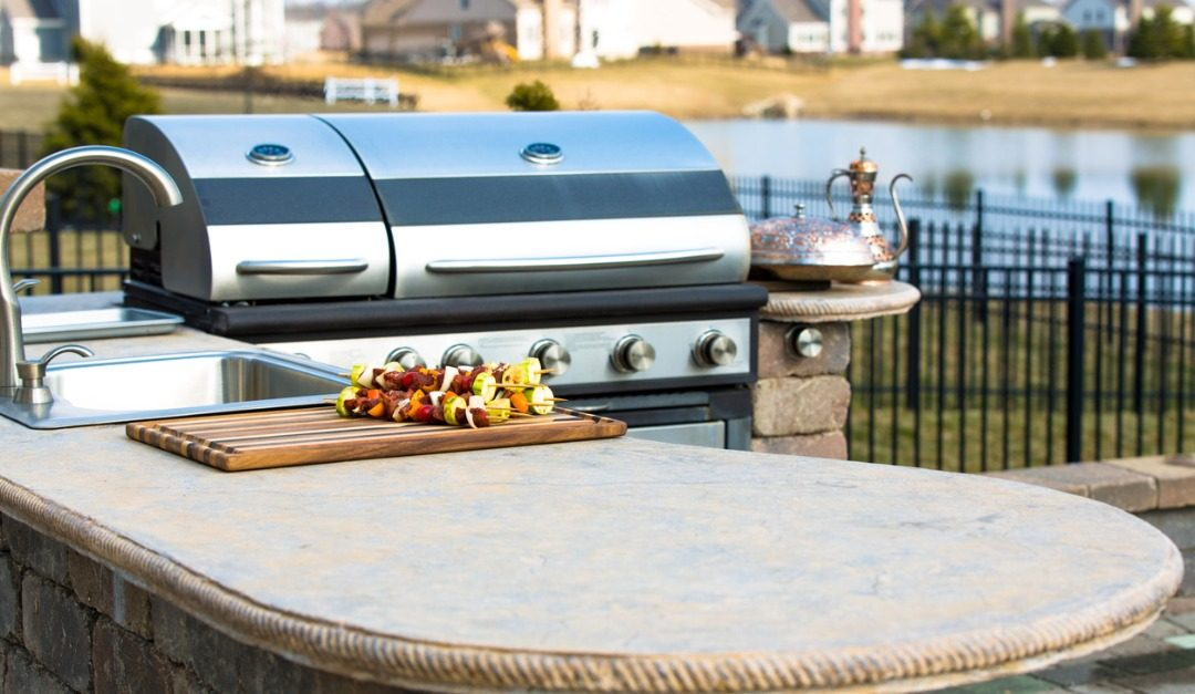 4 Great Surfaces for Outdoor Kitchen Counters