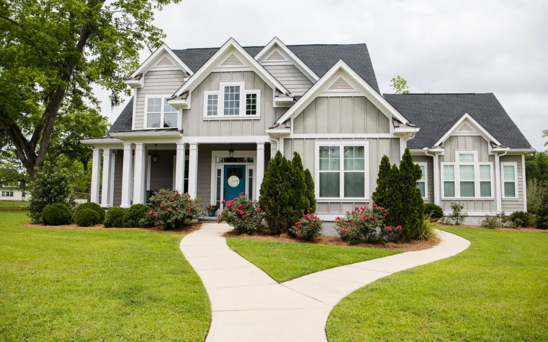 4 Ways to Improve Your Yard and Increase Curb Appeal