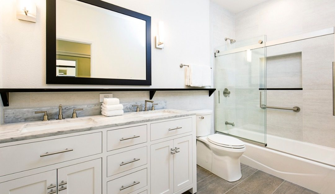 Should You Install a Double Vanity in Your Master Bathroom?