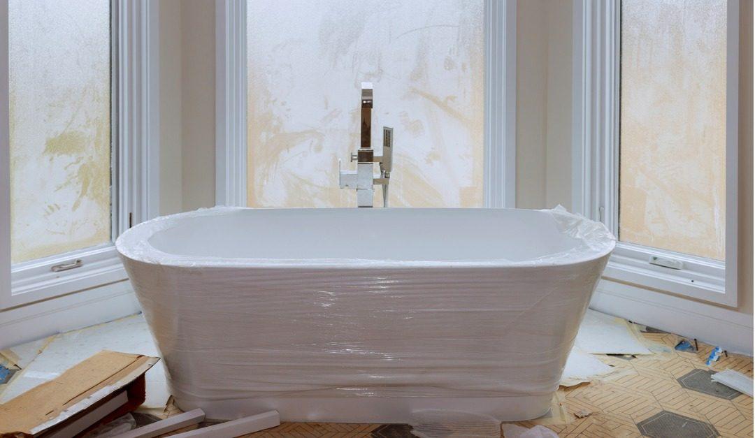 Should You Reglaze or Replace Your Bathtub?