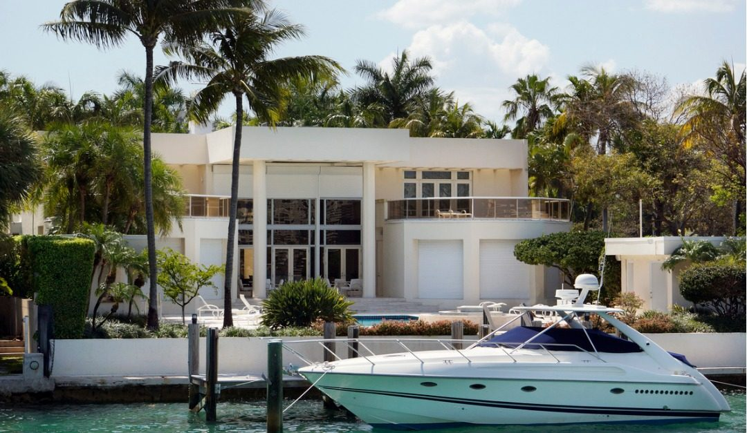 4 Features That Boating Enthusiasts Look for in Real Estate
