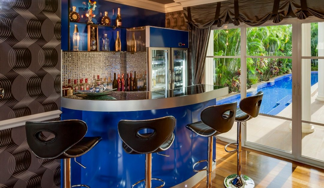 5 Features for a Luxurious Wet Bar in Your Home